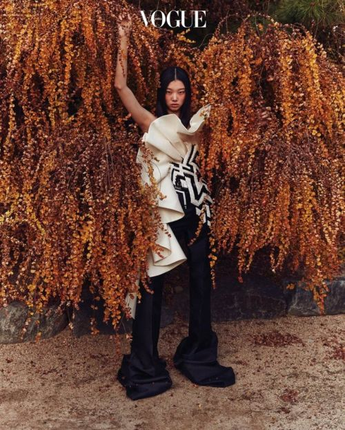 Yoon Young Bae, photographed by Deokhwa Jang for Vogue Korea December 2020 #Yoon Young Bae #Mulan Bae#Deokhwa Jang#Dukhwa Jang#fashion#fashion shoot#editorial#Vogue#Vogue Korea#model#style#fashion photography