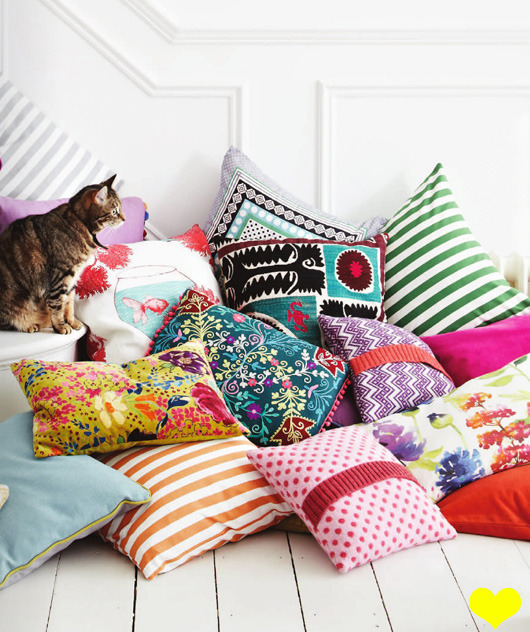 lily-cats:  (via decor8)   I want those accent pillows!