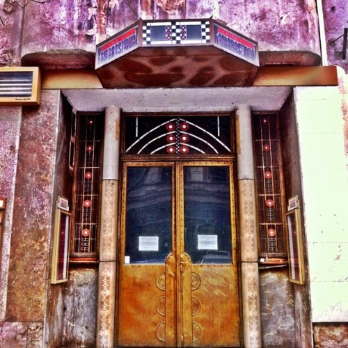 I'm sorry, did you say you wanted more #doorporn ? #artdeco #architecture #buildings #budapest #hungary  (at Budapest)