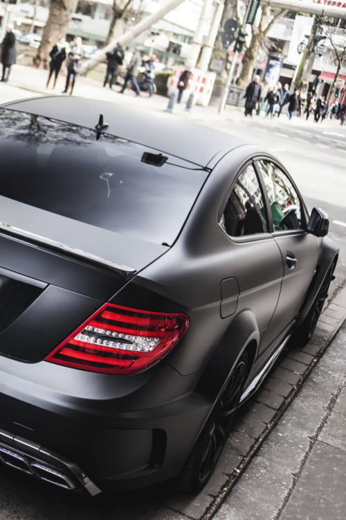 classyhustler:  C63 AMG Black Series | source | more