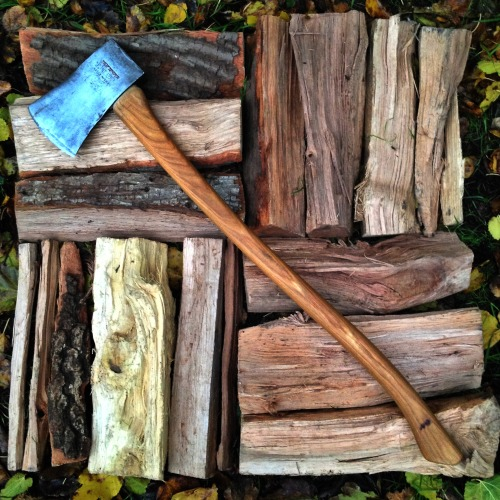 thingsorganizedneatly:  SUBMISSION: Gathering firewood