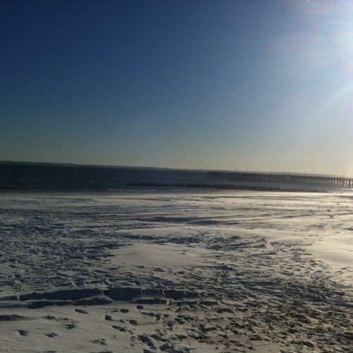lifecrash:  The ocean & snow-covered shores (at Coney Island Beach & Boardwalk)  Coney Island Boardwalk - The ocean & snow-covered shores