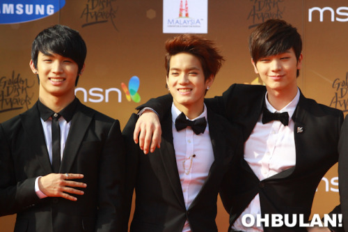 fyeah-btob:    (Credit: OHBULAN!)    Hyunsik, Peniel and Sungjae at GDA