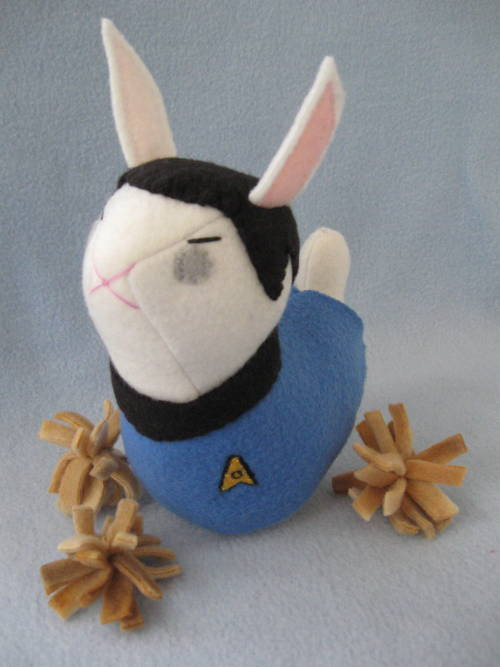 stitchnik:   This Monday's One Bun:  Spock bunny! A little logical luvvie. I'll be GIVING HIM AWAY Tuesday morning, and if you want a crack at him, reblog to enter (◕‿◕✿). To keep an eye on future One Buns, follow Stitchnik *made by > The Stitchy Button <, purveyor of fandom bunnies and dolls*