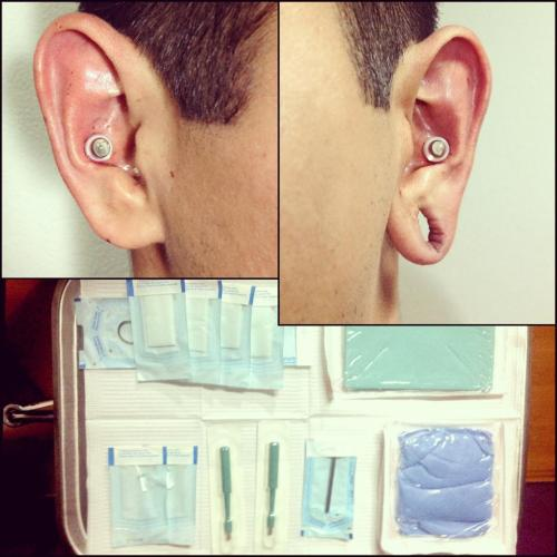 Our friend Ruben at Estudio 184 sends us a pic of his immaculate piercing setup and these matching conch punches with Gorilla Glass plugs.   Thanks for sharing!