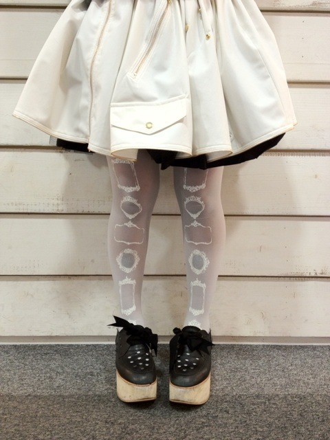 pastelbmob:  White Frame Tights 1890 yen