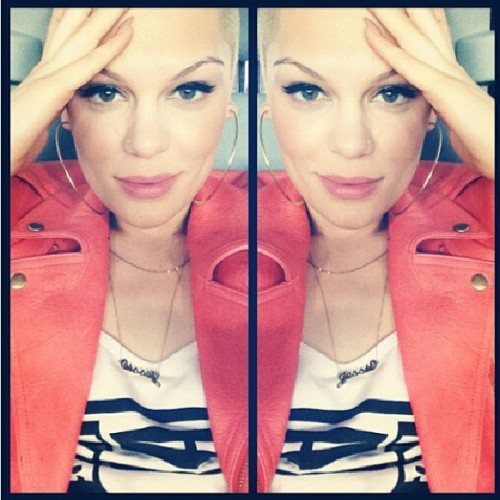 LOVE her new look #jessiej #pop #beautiful #gorgeous #loveit #pretty #eyeliner #SHORThair #ohshegotafade