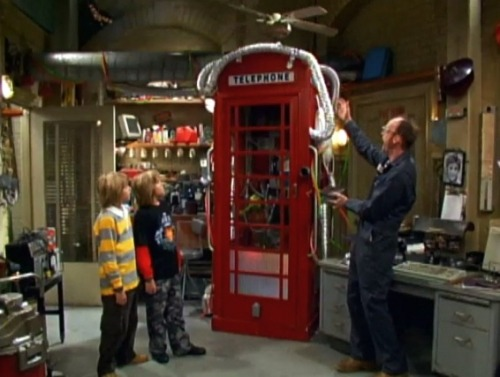 ofdemonsandtimelords:  REMEMBER THAT ONE TIME ARWIN MADE A PARALLEL UNIVERSALIZER THAT LOOKED LIKE A PAY PHONE BOOTH AND NONE OF US REALIZED THAT IT WAS A DOCTOR WHO REFERENCE?