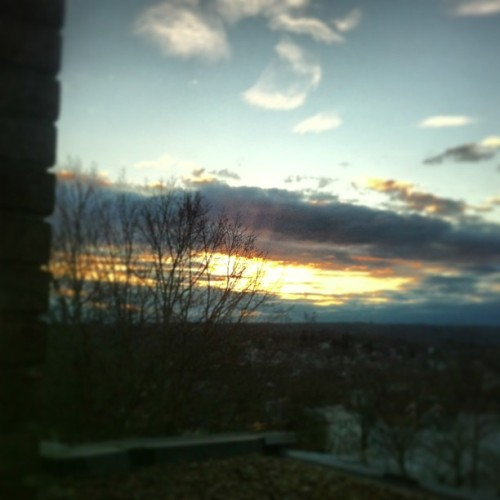 When the sun goes down #nofilter (at Clark University - Goddard Library)