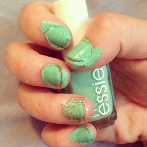 expectojaquito:  #nailart  it happens to the best of us……