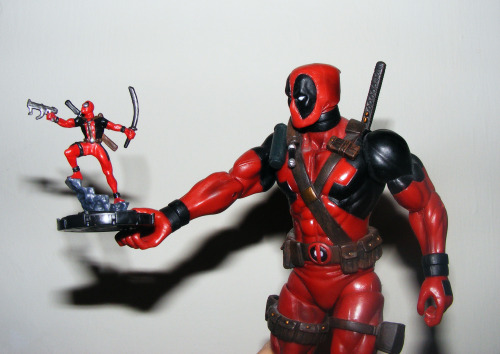 efffyeahheroclix:  sgt-bloopface:  I'm pretty sure if Deadpool played heroclix the only pieces he would use would be of himselfAlso I fucking love heroclix :V  I can't wait to get Deadpool back…
