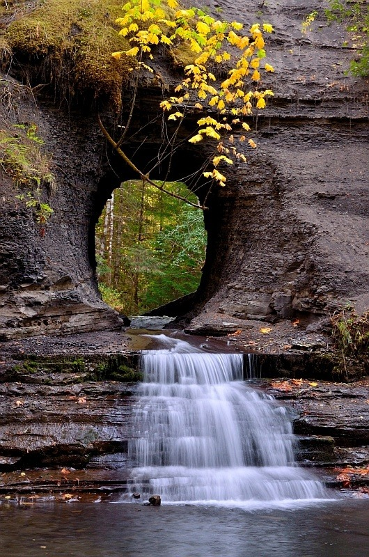 bluepueblo:  Hole in the Wall,  Port Alberni, British Columbia photo via karen