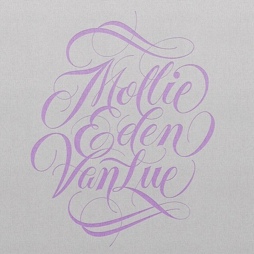 (vía Typeverything.com Mollie Eden VanLue by Ryan Hamrick….)