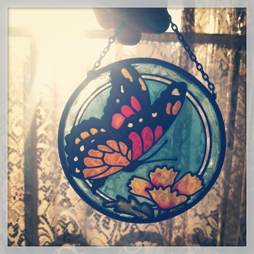 Gift from my mom. 💛 #gift #mom #suncatcher #sunlight #sunset #butterfly #floral #monarch #pretty #vintage #antique #love