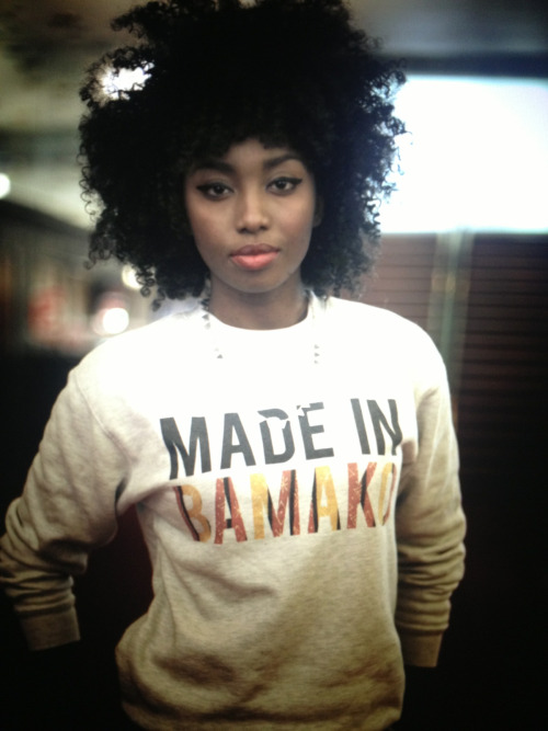 curly-essence:  therestlesslife:  I was made in Bamako . Sweet-shirt by Fashizblack . Inna Modja  http://curly-essence.tumblr.com/