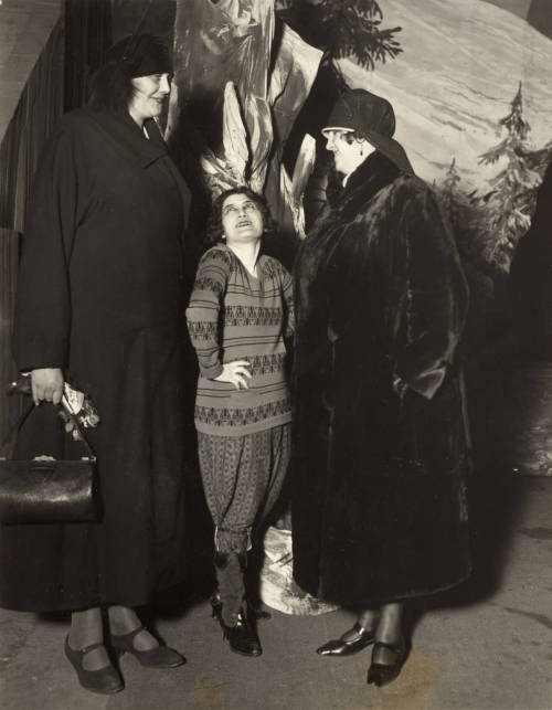 sisterwolf:  Irma and Frida, Giant Women. Berlin 1927