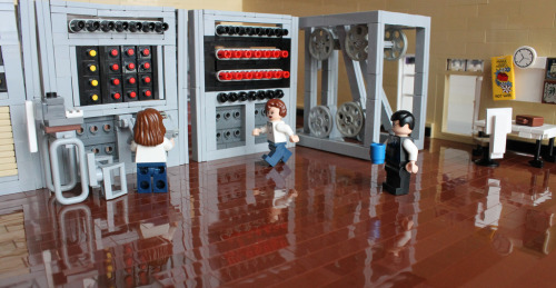 johngoodwin225:  (c) All rights reserved by peggyjdb Lego Colossus - neat!