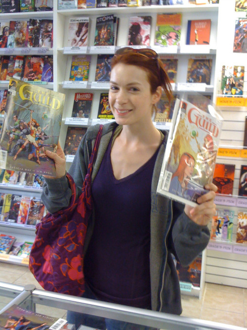 superwholock-hobbit-of-the-rings:  Felicia Day with the Guild comics.