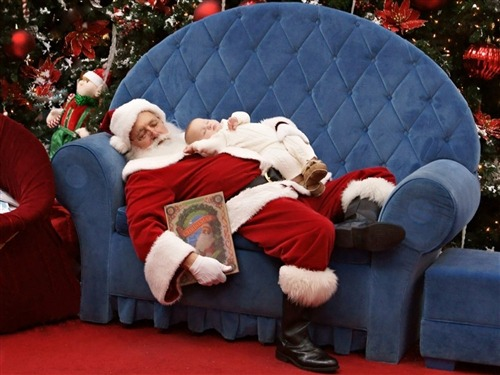 Photo of baby sleeping on Santa goes viral (Photo Copyright Sarah Pasley) Moms everywhere snap — and cherish — photos of their squishy, adorable babies. But sometimes, in the rarest of circumstances, a mother captures her own infant in an image so moving that it makes hundreds of thousands of people around the world gasp. Read the complete story.