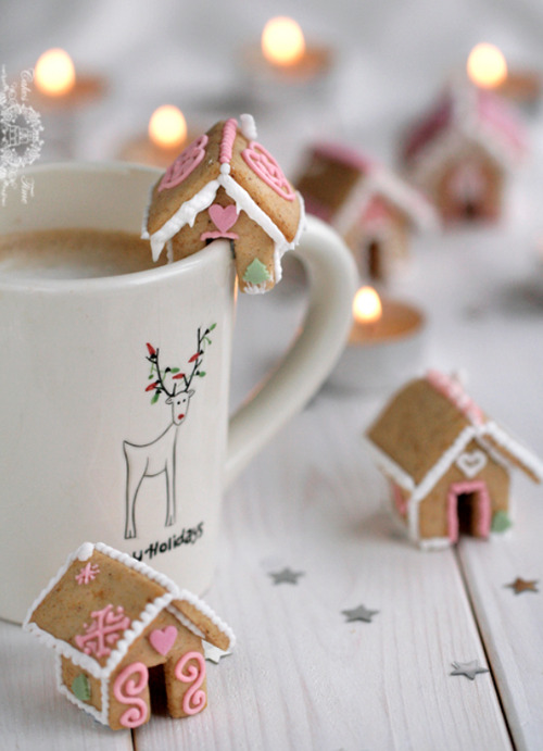 classymissmolassy:  Mini Gingerbread Houses Recipe & Template.