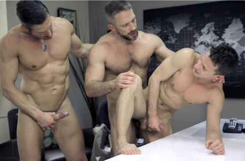 xgendadsandsons:Like this and want to see more older guys fucking younger guys? Visit….http://xgendadsandsons.tumblr.com/(Guys in all images believed to be over 18) Want to meet or see Daddys or Sons? See my recommendations - THEY DO CHANGE! Click the link below.http://xgendadsandsons.tumblr.com/recommendations