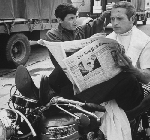 voxsart:  Casual Doesn't Mean Slobby. Paul Newman, 1965.