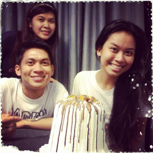 04.27.2013 My birthday this year isn't over! :D Belated happy #birthday #cake from #kuya: MANGO BRAVO! :D My favourite!! <3 Thanks! ;) #2013 #happy21stbirthdaykarenmandy #karensmileyat21 #houseupv #atejean #karen;) #event #contis #favourite #love<3 #photoblog #family #siblings #gift #memories #2013 #summer2013 @tinkleears ;)