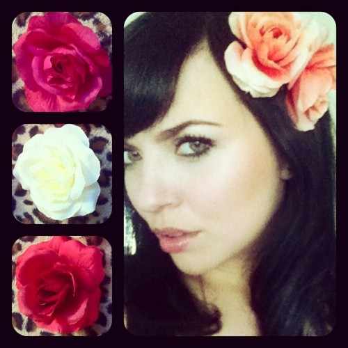 Selling these mini roses in fuchsia, white, red and apricot, 2 for $5 🌸💕 These and more at the Art House in Fresno on Thursday May 2nd 😉 #candyheart #hairflowers #handmade #fresno #559