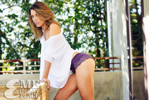 fuckyeahhotactress:  Natalie Zea - Esquire Me in My Place photoshoot