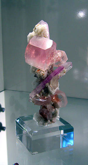 Morganite and kunzite. (Photo: Bill Larson)