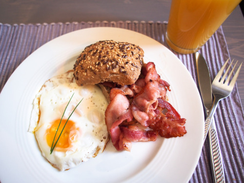 Egg and bacon for breakfast :D Not a very Norwegian breakfast and actually the first time Gaute and me have made it together.