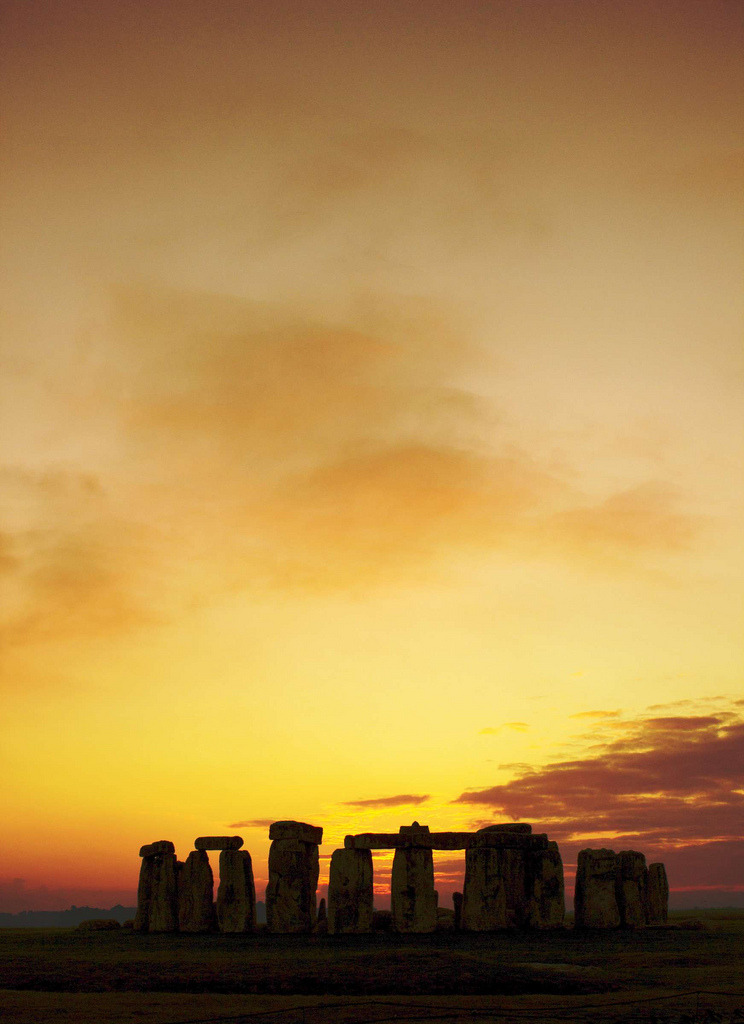 travelingcolors:  Stonehenge at sunset | England (by Reiver Iron)