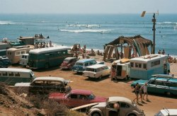 blonde-buddha:  linlies:  the60sbazaar:  Sixties surfing beach scene photographed by LeRoy Grannis   Want  wtf that looks literally perfect