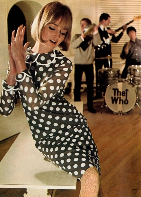 60sfashionandbeauty:  Mod girl in a polka dotted dress enjoying the sounds of The Who. (♥)