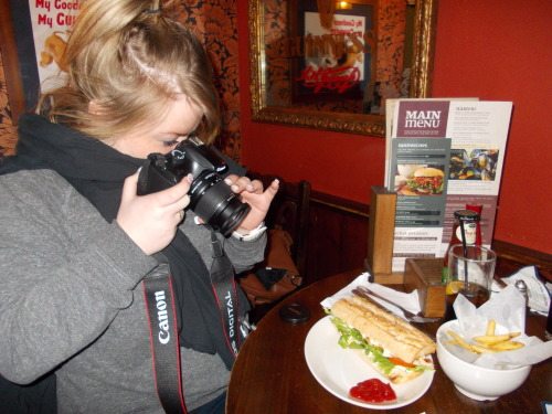 Chicken-sandwich shot via London. Thanks for the submission.