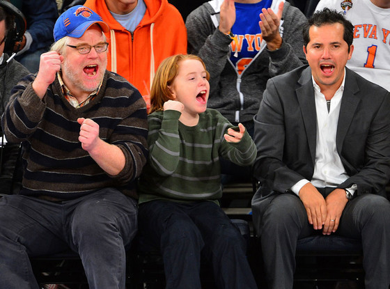 (via Philip Seymour Hoffman and Son Sport Adorable Matching Cheers at Knicks Game | E! Online)