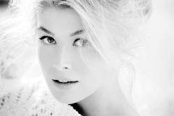 Rosamund Pike gone girl alex makes stuff