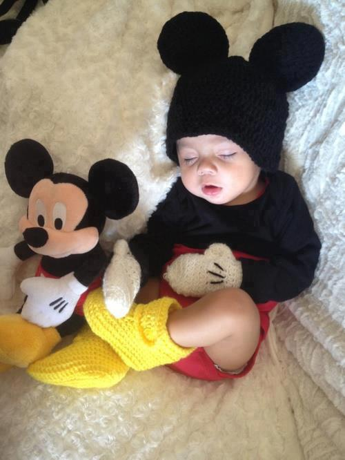 ladelosojosgrandes:  micky mouse | via Facebook on We Heart It - http://weheartit.com/entry/61338640/via/CanepaDana_ Hearted from: https://www.facebook.com/photo.php?fbid=153857631453764&set=a.111471322359062.17060.111403732365821&type=1&theater