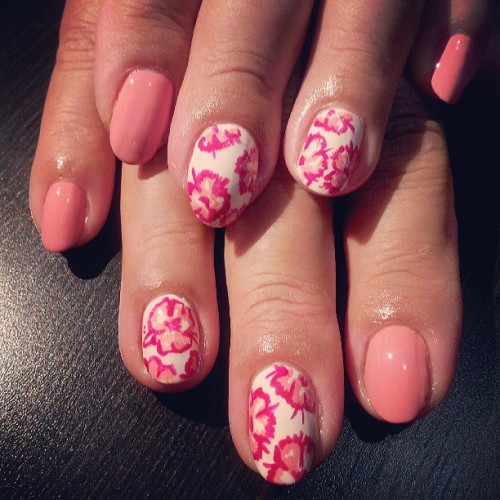 elsalonsito:  Mami went for flowers and a soft pink color. #nails #nailart #nailaddicts #naillife #mothersdayweekend