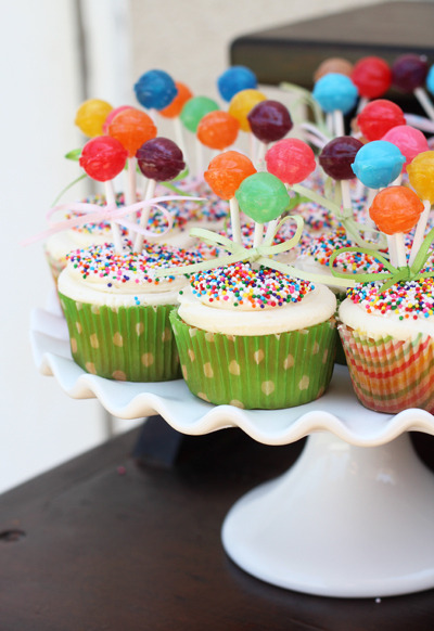 aprendi-a-vivir:  Balloon Lollipop Cupcakes Tutorial