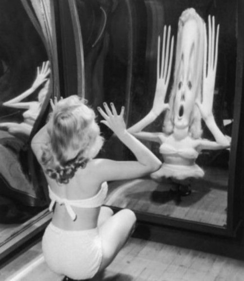 fyeah-history:  Marilyn Monroe looking into a fun house mirror, c. 1950s