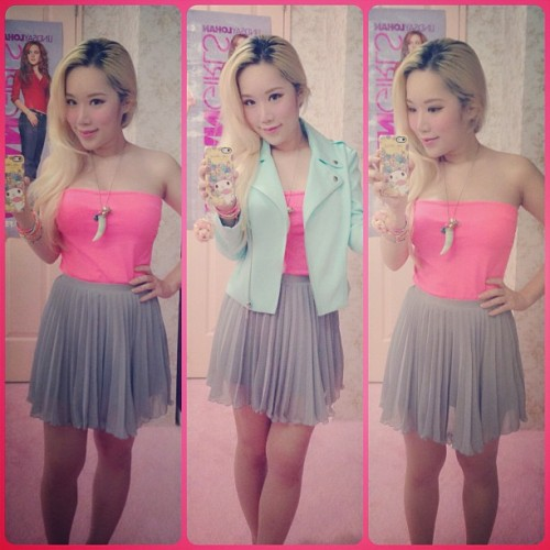 xiaxue:  Today's ootd! Having a half day off from taking care of Dashie today, Momo is taking over as I go fix my horrendous hair roots and rush home before boobs explode. 💣💣💣  I can't believe she just had a baby.