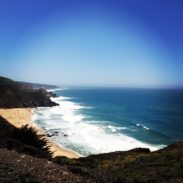 RIDIN THROUGH PACIFICA. Cliffs and ocean views. Beautiful. 🌞🌁🌊 #ontheroad #california #highway1 #pacifica #ocean #nature #gorgeous #peaceful #beach #cliff #scenic #views