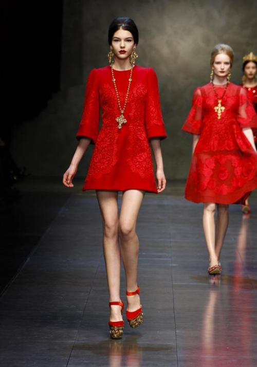 megalolgisa:   Dolce & Gabbana fall 2013 RTW runway  Seriously, I WANT THIS!