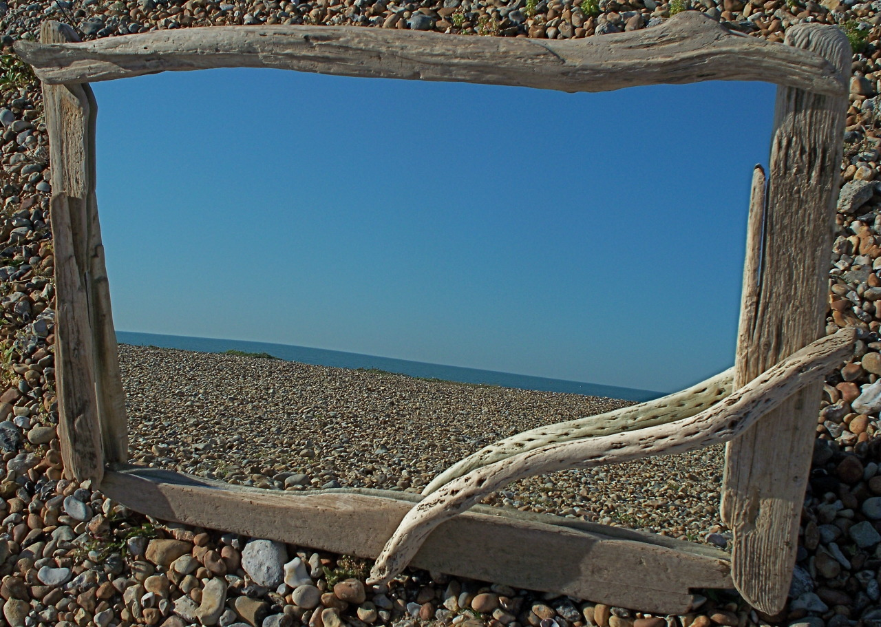 judy-clayton:  Driftwood mirror on the beach.  Driftwoods journey reflected. www.driftwoodtreasures.co.uk  <3