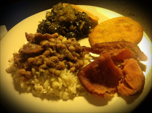 Traditional New Year's Dinner!       Black Eyed Peas with rice, fresh collard greens with pickled relish, sliced ham, corn bread and fat back!   Happy New Year 🎉  xo Sarina 💋 The Full Belly Diaries 🍴💕