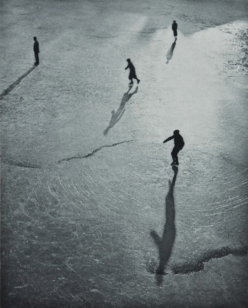 "luzfosca:  Julius Tutsch ""Ice Skaters"", from 1933"