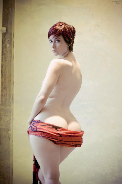 pear-lover:  thewiderthehipsthedeeperthedip:  Love those sexy wide hips… http://thewiderthehipsthedeeperthedip.tumblr.com/  🍐❤
