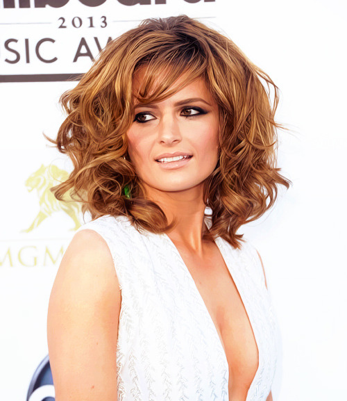 breathlifein:  Stana Katic arriving at Billboards Awards red carpet, May 18, 2013