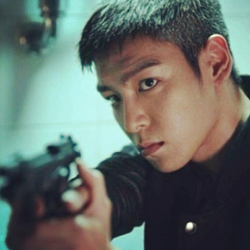 Good morning!! Hands up!!!! #top #choiseunghyun #bigbang #alumni
